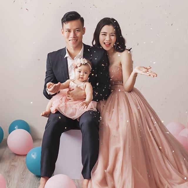 Quế Ngọc Hải hạnh phúc bên gia đình nhỏ của mình. Ảnh: FBNV.