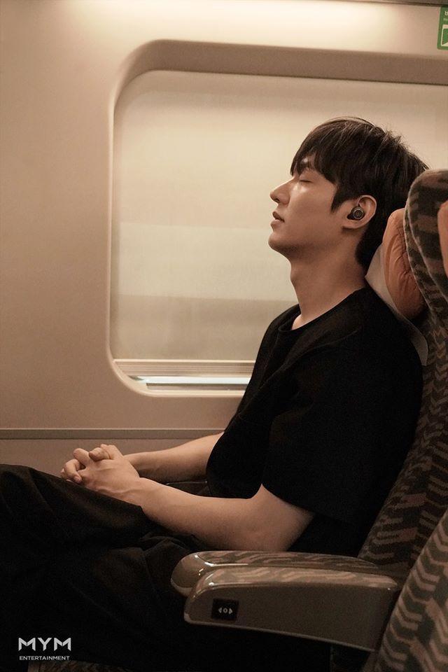 Ảnh Valentine chuẩn mỹ nam, Lee Min Ho khiến dân tình mất máu: Sống mũi thẳng hơn giới tính của tôi! ảnh 0