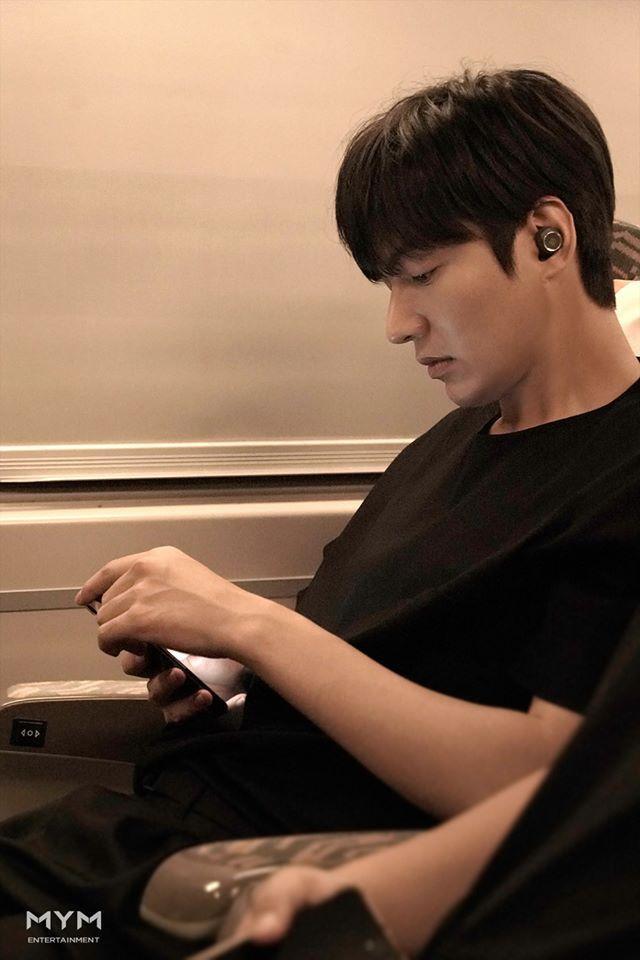 Ảnh Valentine chuẩn mỹ nam, Lee Min Ho khiến dân tình mất máu: Sống mũi thẳng hơn giới tính của tôi! ảnh 1