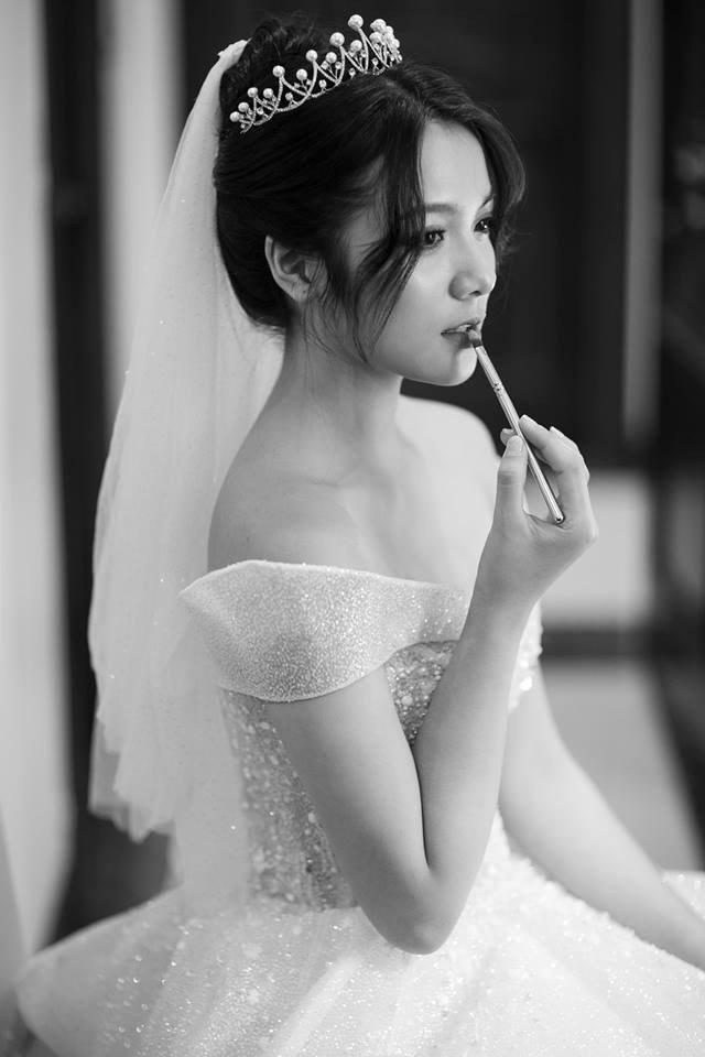 Cô nàng xinh đẹp kết hôn khi còn khá trẻ.