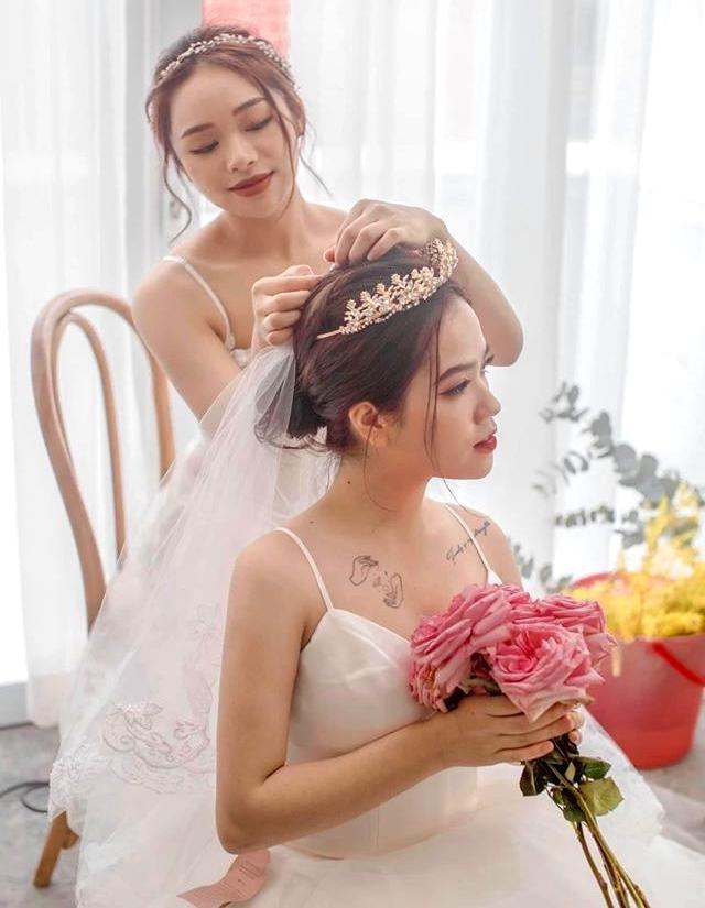 Bạn gái tin đồn của Quang Hải được khen xinh đẹp như thiên thần khi khoác lên những chiếc váy trắng muốt, bồng bềnh.(Ảnh FBNV)