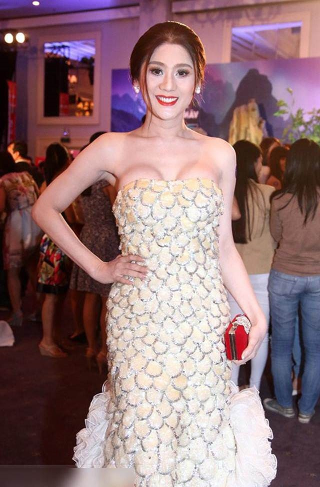 Đã có thời, Lâm Khánh Chi cho rằng những chiếc váy o ép, bức tử vòng 1 mới là gợi cảm.