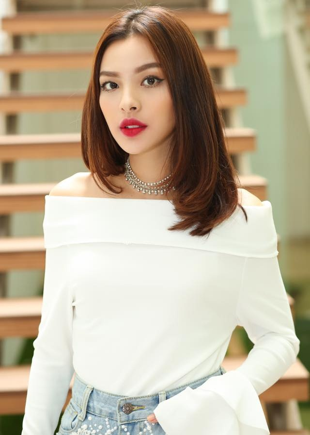 Loạt ảnh thời học sinh gây bất ngờ của các hotgirl Việt: Người nhí nhảnh năng động, người có màn lột xác 'đỉnh cao' ảnh 0