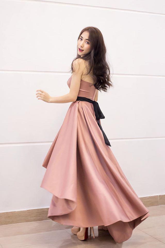 Hòa Minzy là một trong những sao nữ có chiều cao khiêm tốn trong Vbiz