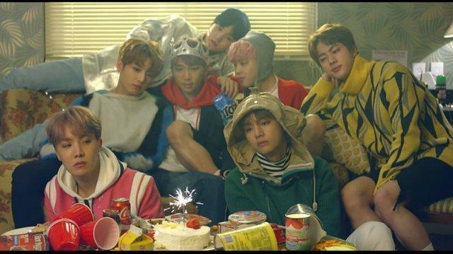 Spring Day trở thành MV thứ 12 của BTS đạt 300 triệu lượt xem ảnh 1