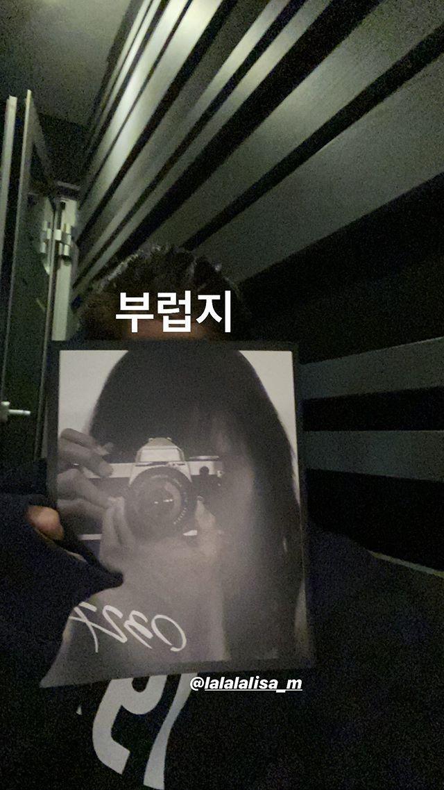 …cũng như hình Jennie đăng đều chính là phòng thu của Teddy.