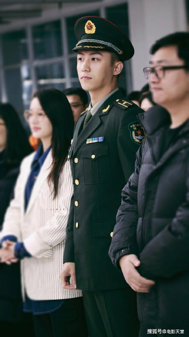 Nam thần mặc quân trang Trung Quốc: Hạng nhất khiến khán giả bất ngờ khi Trần Vỹ Đình hạng 10, Dịch Dương Thiên Tỉ hạng 2 ảnh 9