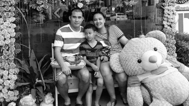 Đoàn Văn Nirut cùng gia đình nhỏ của mình.