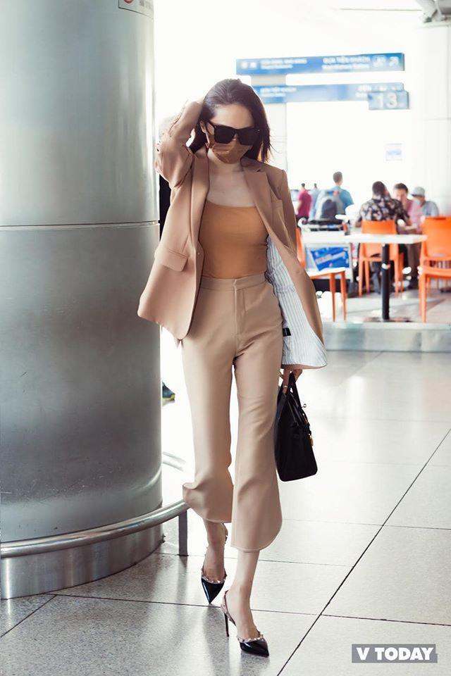 Cùng với òng eo 56 đáng ngưỡng mộ, Hương Giang liên tục gây bất ngờ cho người hâm mộ về sự đột phá trong phong cách thời trang quyến rũ, ngày càng đẹp hơn.