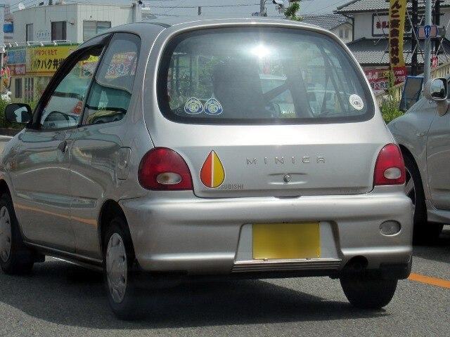 Biểu tượng shoshinsha được dán trên xe của những tài xế đã cao tuổi. (Ảnh: Nikkei)