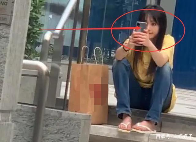 Vẻ đẹp thực sự của Trịnh Sảng dưới ống kính của người qua đường khi ngồi ngoài lề đường chụp ảnh selfie ảnh 5