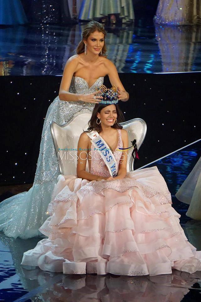 Giây phút đăng quang của tân Hoa hậu Thế giới 2016 Stephanie del Valle.