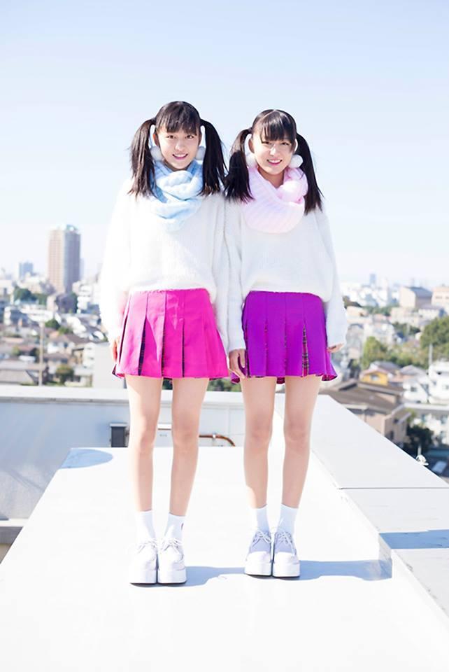 Cặp đôi thường chọn những trang phục có chung kiểu dáng nhưng khác về màu sắc