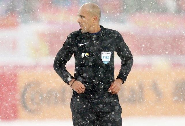Trọng tài Ahmed Al-Kaf được mệnh danh là Colina của châu Á.