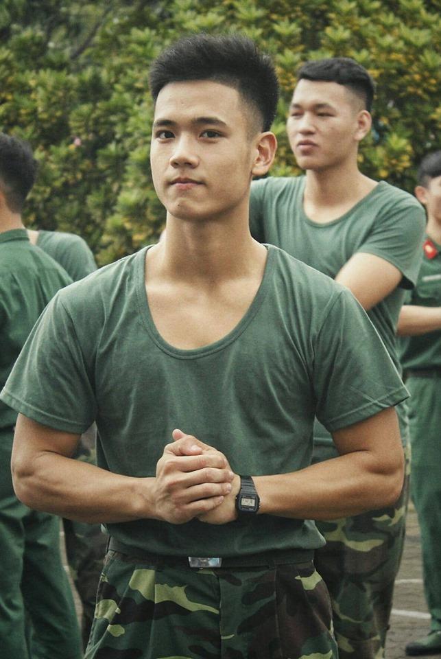 Mới đầu năm học, xuất hiện loạt cực phẩm quân sự tại các trường Đại học gây sốt diễn đàn MXH ảnh 13
