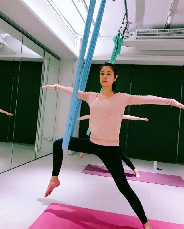 U40 nhưng Lâm Tâm Như vẫn khoe cơ thể dẻo dai, thon gọn khi luyện tập yoga ảnh 2