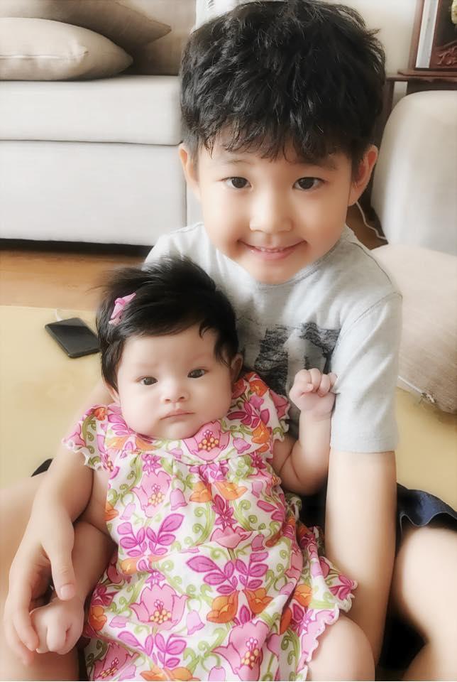 Hải Băng cho biết cô thương bé Kids như con ruột. Nữ ca sĩ gọi bé là anh Hai của con gái.