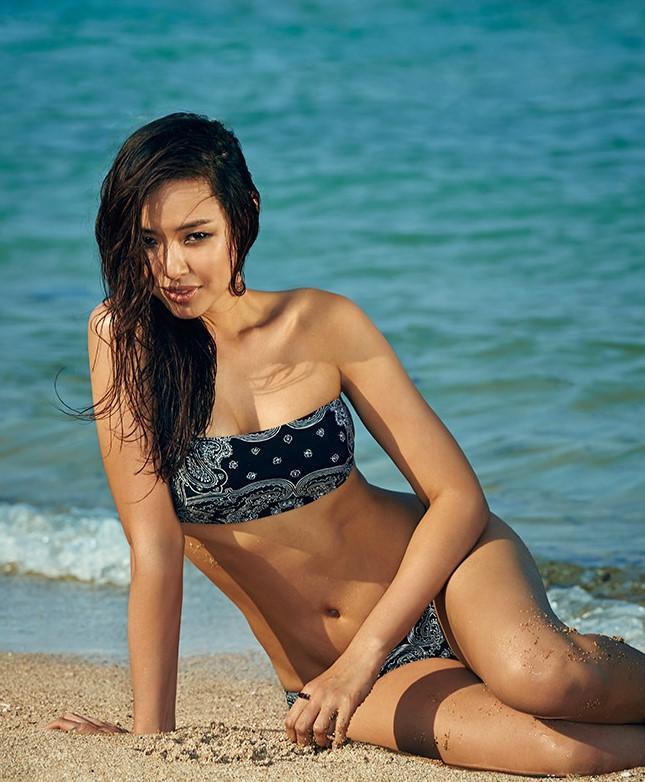 Những lúc táo bạo , hiếm hoi trong các kiểu dáng bikini thế này là thường khi cô chụp ảnh cho các tạp chí khoe trọn đường cong nóng bỏng