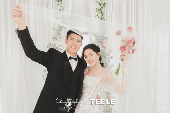 Yêu nhau 3 năm, Duy Mạnh và Quỳnh Anh vẫn mặn nồng như thuở ban đầu.