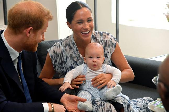 Cặp đôi không thể ở lại Canada nếu không từ bỏ tước vị hoàng gia.