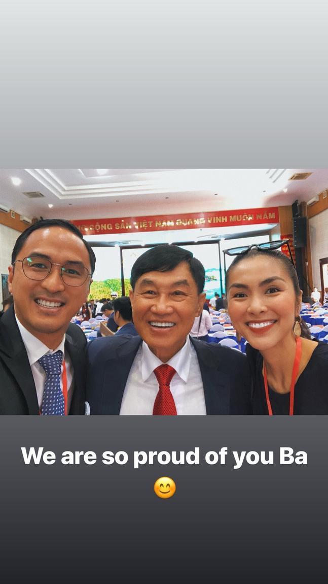 Cả nhà 3 người Tăng Thanh Hà vô cùng rạng ngời và vui vẻ khi chụp chung với nhau