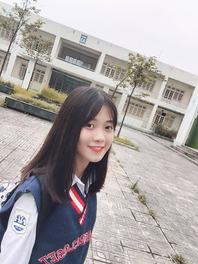 """Cận cảnh gương mặt thanh tú đúng chuẩn """"thanh xuân vườn trường"""" của Nguyễn Linh An"""