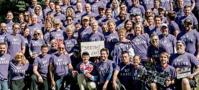 Dàn cast của Boy Erased diện đồ tím ủng hộ ngày Spirit Day nhằm chống lại nạn phân biệt đối xử người LGBT