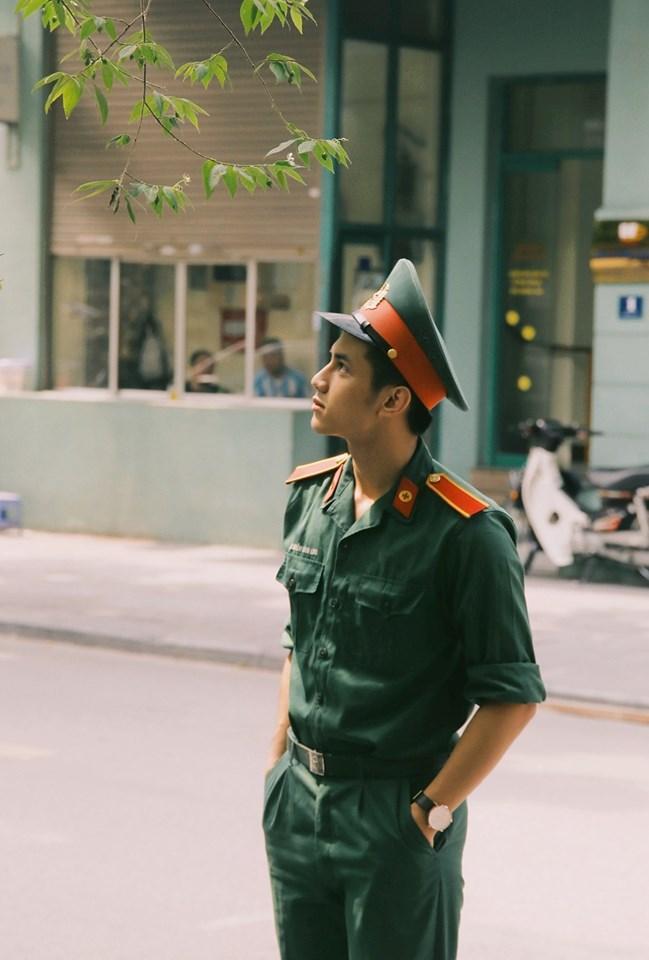"""Nguyễn Đình Linh được hội chị em """"săn đón"""" sau khi đăng loạt ảnh """"dậy thì thành công"""" tại diễn đàn mạng."""