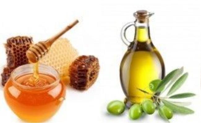 Chứa bên trong mật ong và dầu oliu đều là những chất chống khuẩn và dưỡng ẩm vô cùng tốt cho tóc.