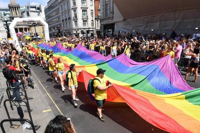 Câu chuyện hy hữu: Người đồng tính biểu tình chống người chuyển giới ảnh 8