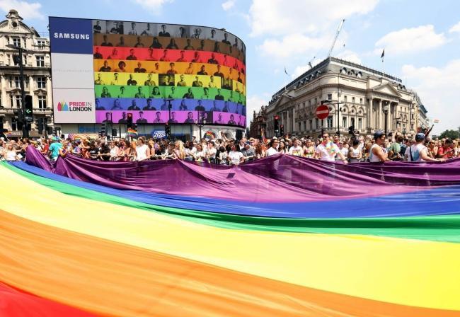 Câu chuyện hy hữu: Người đồng tính biểu tình chống người chuyển giới ảnh 10