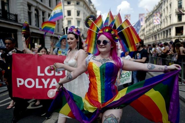 Câu chuyện hy hữu: Người đồng tính biểu tình chống người chuyển giới ảnh 11