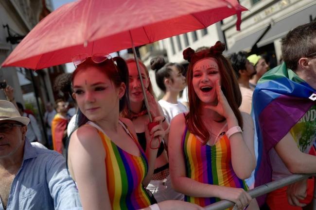 Câu chuyện hy hữu: Người đồng tính biểu tình chống người chuyển giới ảnh 12