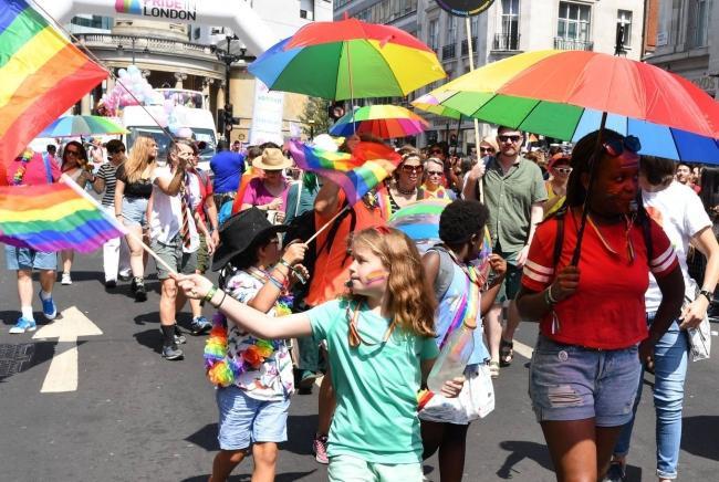 Câu chuyện hy hữu: Người đồng tính biểu tình chống người chuyển giới ảnh 13