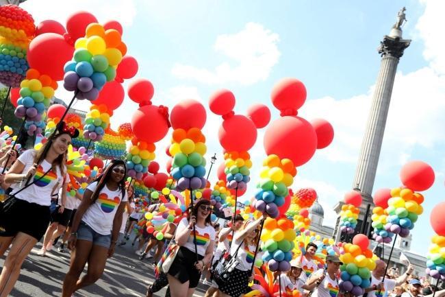 Câu chuyện hy hữu: Người đồng tính biểu tình chống người chuyển giới ảnh 7