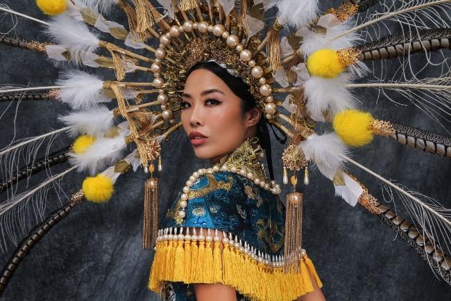 Kiko Chan từng giành ngôi vị Á hậu 4 tại một cuộc thi quốc tế. Hiện tại cô nàng đang làm người mẫu và MC cho một kênh truyền hình.