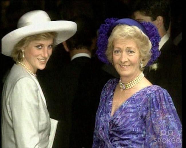 Công nương Diana và mẹ đẻ.