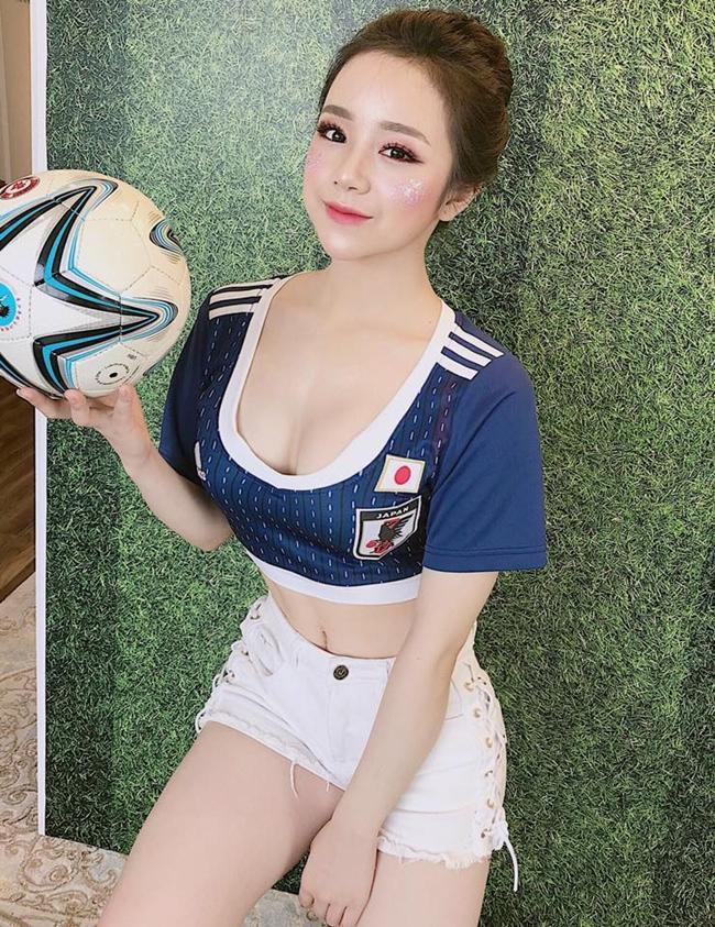 Thủy Tiên xinh đẹp khi tham gia cổ vũ World Cup