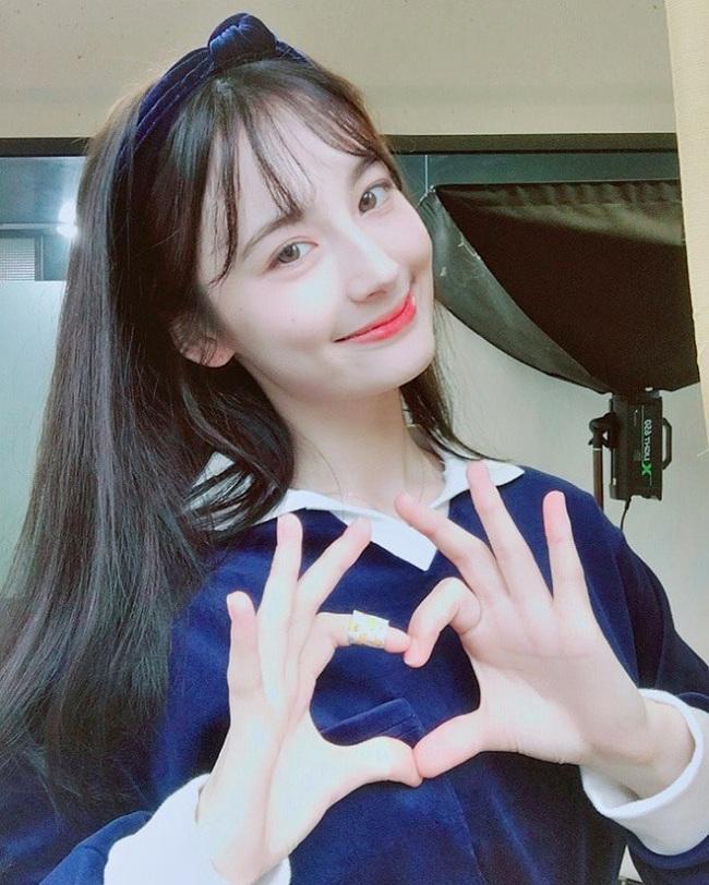 Tên đầy đủ của cô nàng là Svetlana Eugina sinh năm 1997, hiện đang thực tập với tư cách là một ca sĩ solo sắp được trình làng trong showbiz Hàn