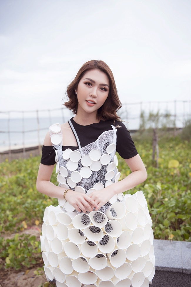 Cận cảnh nhan sắc xinh dẹp của Tường Linh trong bộ váy độc đáo này
