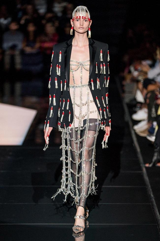 Kiểu áo corset tua rua như bóng đền vô cùng lạ mắt