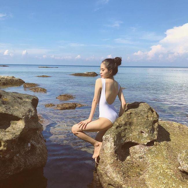 Vượt mặt Elly Trần, đây chính thức là bà mẹ 1 con lấy lại body gợi cảm nhất showbiz Việt ảnh 10