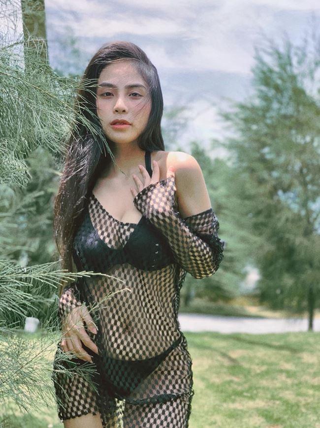 Vượt mặt Elly Trần, đây chính thức là bà mẹ 1 con lấy lại body gợi cảm nhất showbiz Việt ảnh 2