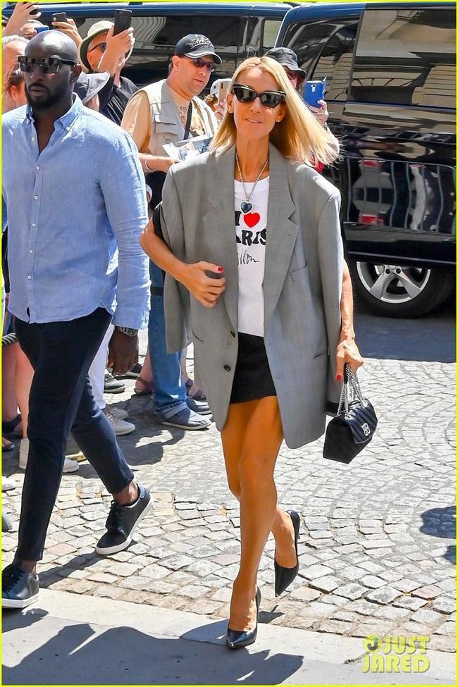 Sự xuất hiện của cô khiến người hâm mộ bấn loạn, style thời trang đời thường hay thảm đỏ của Celine Dion luôn thu hút cánh săn ảnh và khán giả