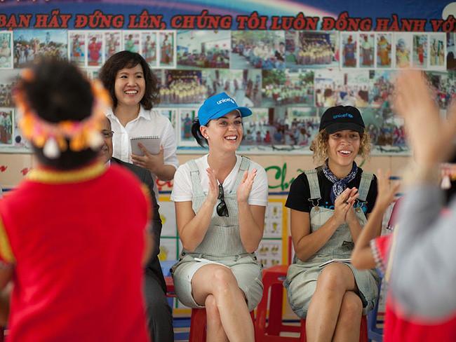 Katy Perry đã từng có những khoảnh khắc vô cùng đáng yêu với cộng đồng fan Việt.