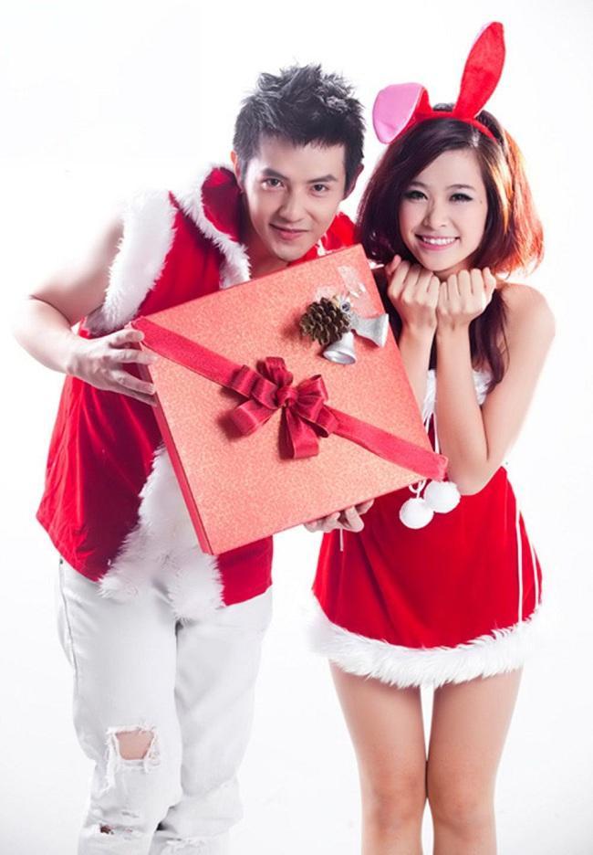 Thưở còn mới yêu nhau và vào làng giải trí Việt. Cặp đôi đã khiến fan phát sốt trong các shoot chụp hình đồ đôi nhí nhảnh , đáng yêu thế này