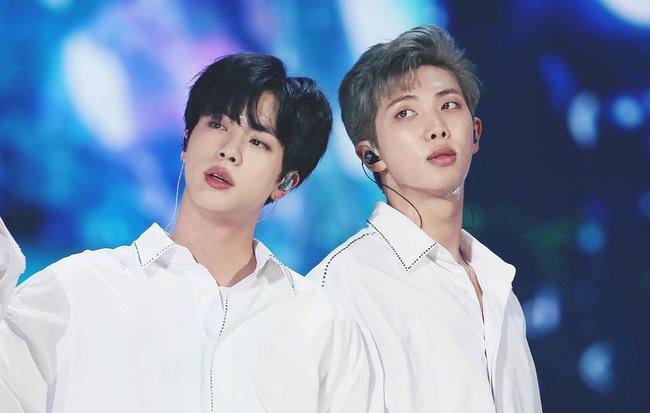 Sự ăn ý và tin tưởng của cặp đôi Leader RM và anh cả Jin của BTS ảnh 3