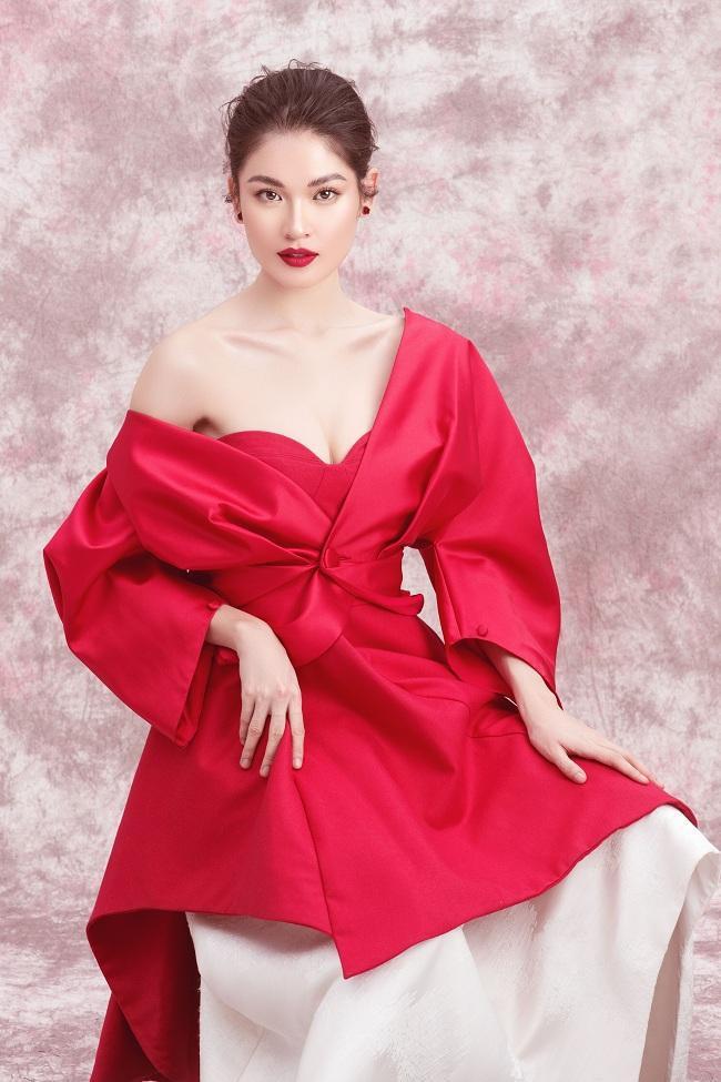 Diện trang phục váy đỏ trễ nãi lấp ló vòng một , Thùy Dung đẹp như công chúa dịu dàng không kém phần kiêu sa