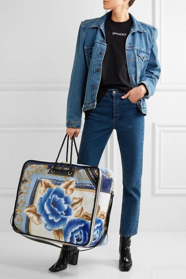 """Chiếc túi trông không khác gì túi đựng chăn bông có giá hơn 51 triệu đồng từng """" gây bão"""" trong cộng đồng thời trang quốc tế của Balenciaga"""