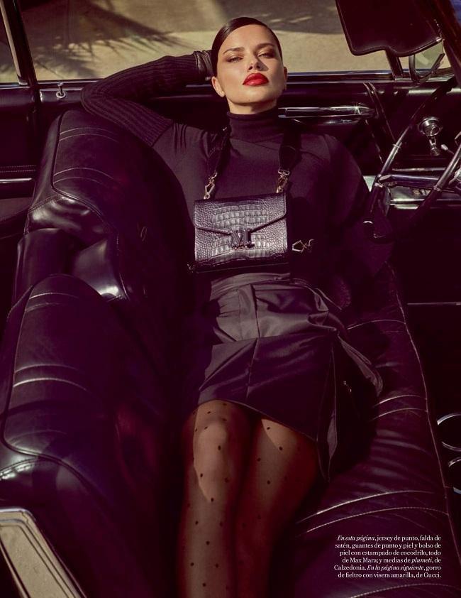 Cựu thiên thần nội y Victoria's Secret Adriana Lima luôn đắt show chụp hình thời trang kể cả dù cô không còn xuất hiện nhiều trên sàn runway